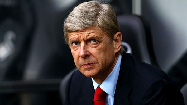 SWANSEA, WALES - MARCH 16:   Arsene Wenger, Manager of Arsenal looks on prior to kick off during the Barclays Premier League match between Swansea City and Arsenal at Liberty Stadium on March 16, 2013 in Swansea, Wales.  (Photo by Jan Kruger/Getty Images)
